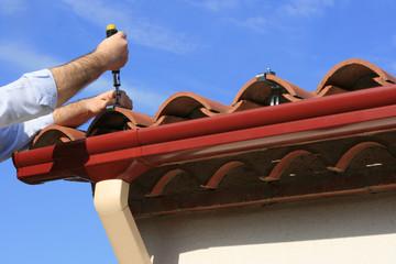 installing rain gutter