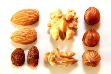 mandeln und nüsse