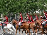gardes républicains à cheval. champs elysées paris poster