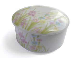 1218 - coffret en porcelaine (détourage inclus)