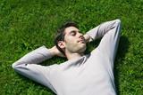 jeune homme sieste calme repos relaxation poster
