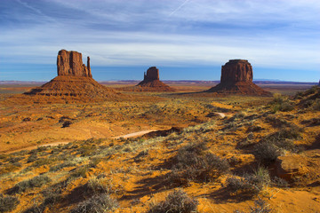 famous mitten-mountains in american southwest