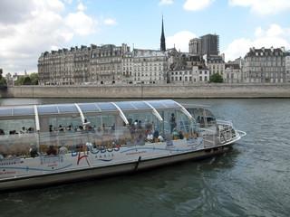 bateau bus parisien