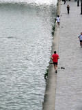 jogging matinal le long du canal poster
