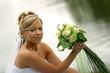 невеста, букет. у озера, фото.