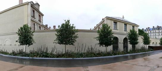 maison blanche bordée d'arbres,  panoramique