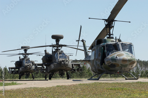 apache helicopters - 3413685