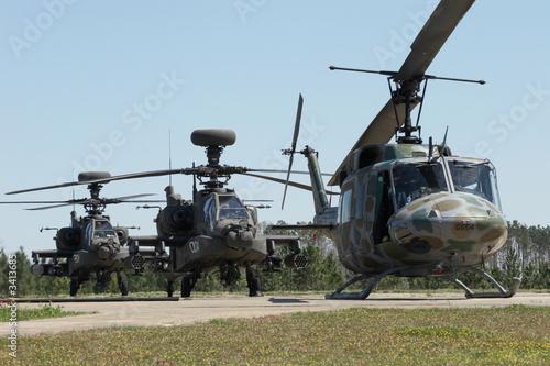 Leinwanddruck Bild apache helicopters