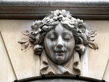 tête de femme sculptée en pierre avec veines poster