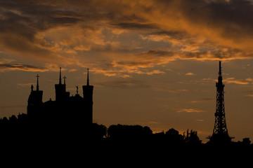 basilique de fourvière de lyon au coucher de soleil