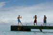 adolescents au bord de mer