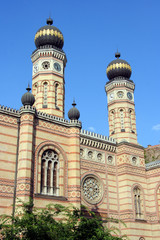 budapest synagogue towers