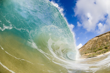 giant breaking wave in hawaii
