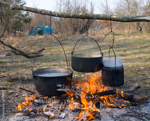 boild water in pot over fire
