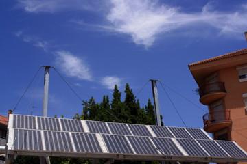 Instalación fotovoltaica de un grupo de viviendas.