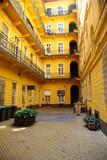 Architecture jaune à Budapest poster