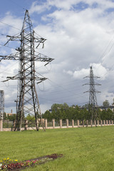 High pilon and fence of electrostaion