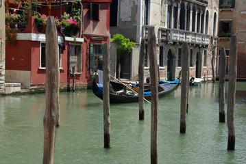 Venedig - Gondoliere - Pfähle