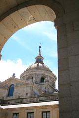 basilica del Escorial desde uno de los patios del monasterio