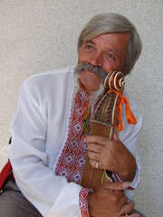 Senior ukrainian musician with bandura 7