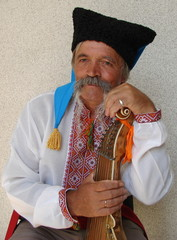 Senior ukrainian musician with bandura 2