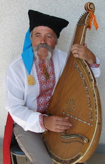 Senior ukrainian musician with bandura 1