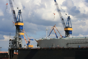 Schiff im Dock I