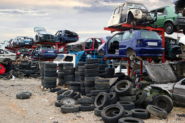Old vehicules in a scrap yard