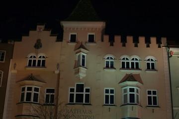 Botzen Rathaus bei Nacht