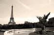 Tour Eiffel et statue du pont Bir-Hakeim