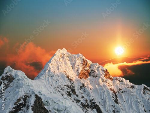 Fotobehang Bergen Alpamayo peak on sunset1