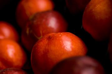 brugnon; fruit; rouge; été; brillant; juteux; prune; pêche