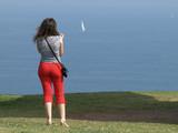 Chica mirando el mar poster