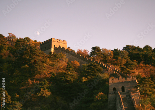Deurstickers Chinese Muur Moon over the Great Wall of China