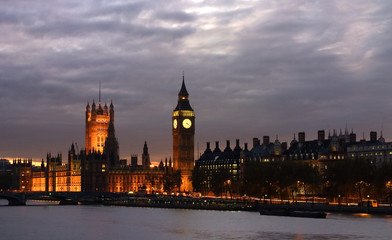 Big Ben with House of Parliament Londona and Thames River