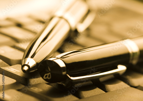 klawiatury i d�ugopisy