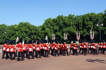 London, changing of the guard, marching band in red coats