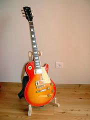 Guitare électrique debout