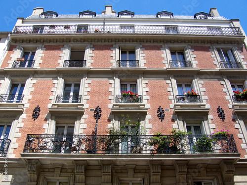 fa ade brique rouge pierre et balcons de fer paris by bruno bernier royalty free stock. Black Bedroom Furniture Sets. Home Design Ideas