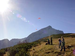 Alpspitze-Wanderer und Gleitschirm