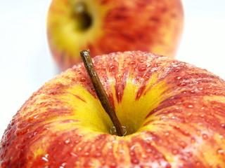 deux pommes fraiches