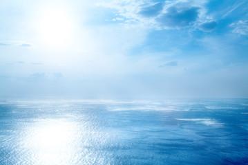 mare e cielo blu