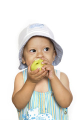 The child eat an apple