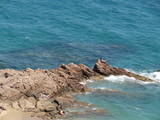 Rochers dans la mer turquoise poster