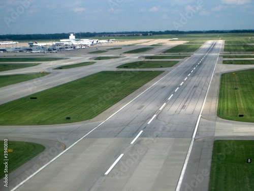 Tuinposter Luchthaven airport runway from the air