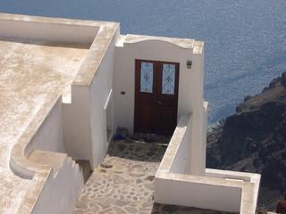 Porte sur la mer à Firostefani