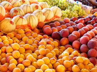 abricots, melons,pêches et raisins