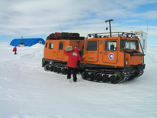 Antarctica snow truck-1