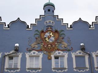 Bayern wappen auf historischem gebäude in burghausen in bayern
