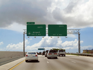 Autos en autopista
